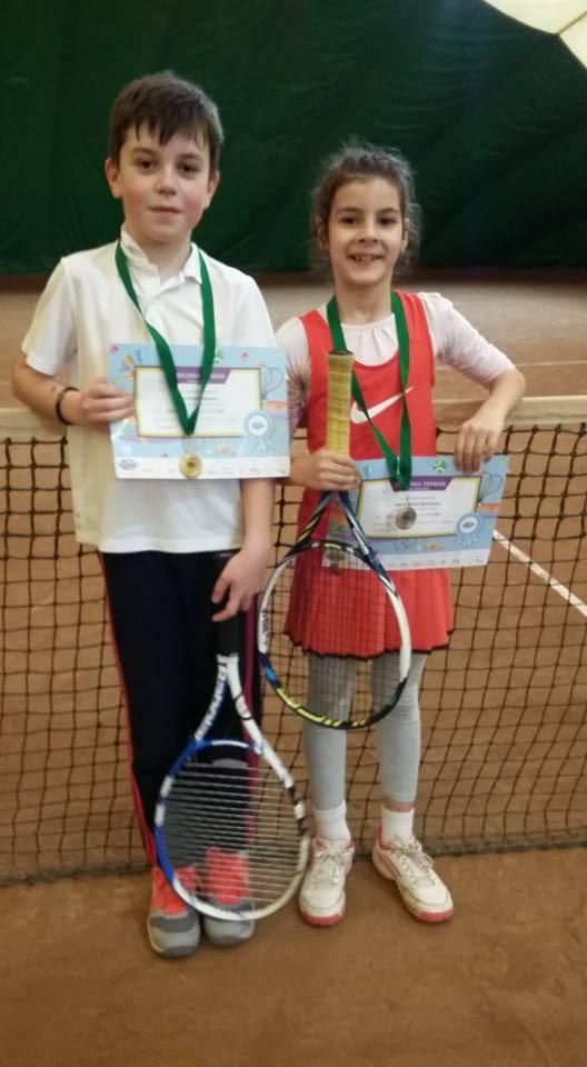 Medalii pentru micii tenismeni din Mioveni