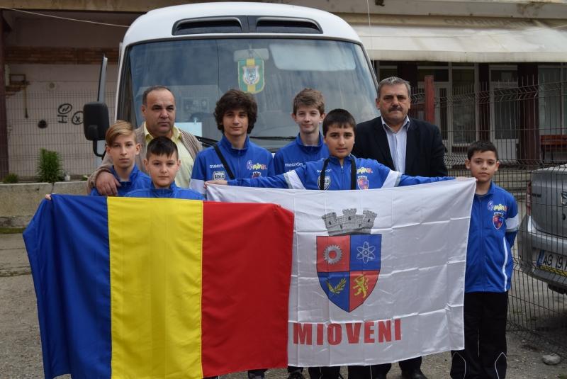 Karatiştii din Mioveni au plecat la Campionatul Mondial