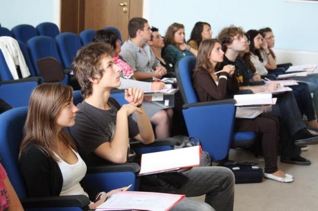 Consultări pentru tineri la Mioveni