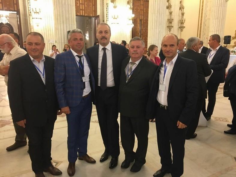 Primarul din Bârla felicitat de Viceprim-ministrul Vasile Dîncu