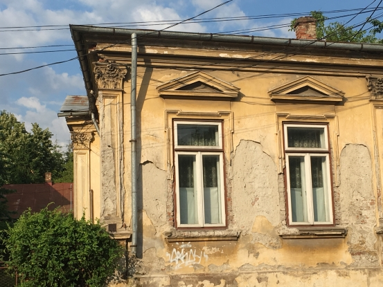 Clădire de patrimoniu, lăsată de izbelişte
