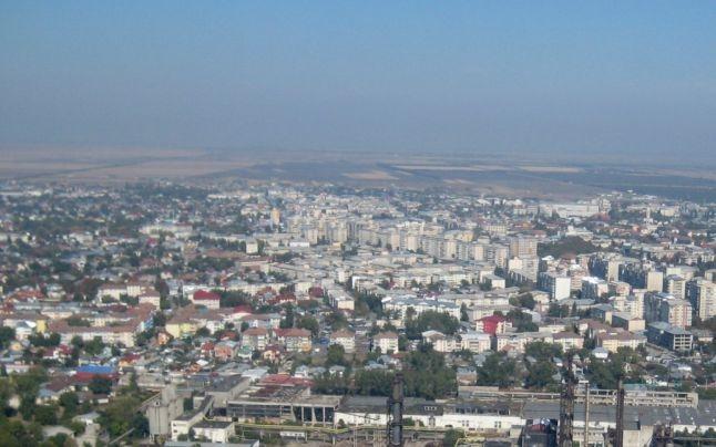 Locatarii de pe strada Davila ameninţă cu distrugeri