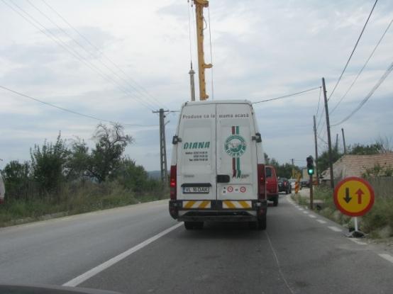 Se lucrează la marcaje pe drumul spre Vâlcea