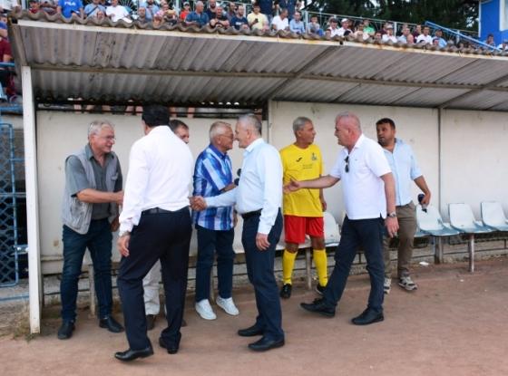 Politicienii, buluc la un meci în memoria lui Dobrin