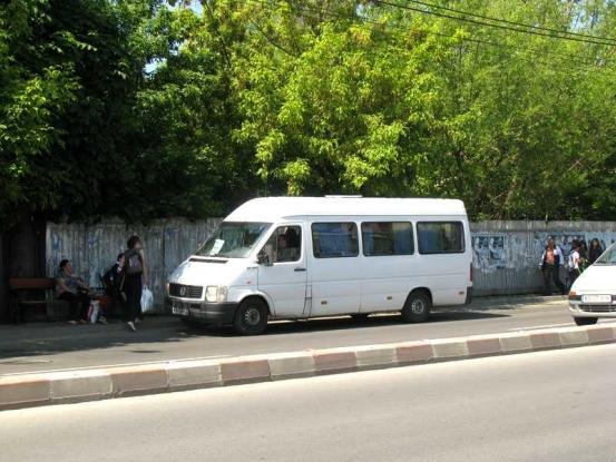 Poliţiştii locali piteşteni iau urma maxi-taxi-urilor