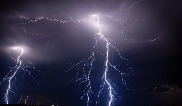 Noi furtuni în Argeş