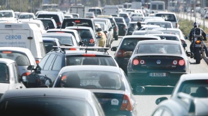 Primăria Piteşti ia platformă pentru ridicarea maşinilor