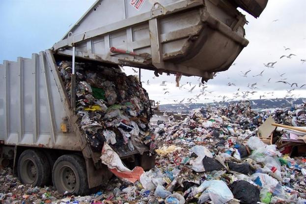 Din ce în ce mai multe deşeuri la ţară în Argeş