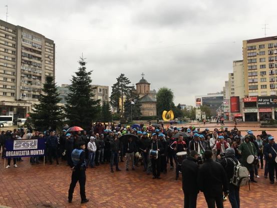 Protest al sindicaliştilor din industria auto în Piteşti