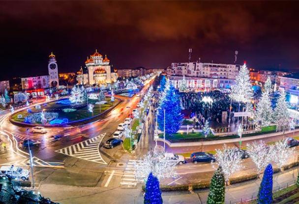 Se aprind luminile de sărbători în Mioveni