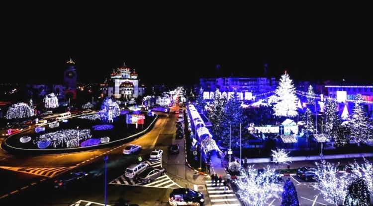 Iluminatul de sărbători a fost aprins în Mioveni