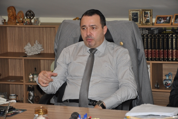 Deputatul Rădulescu îl ameninţă pe procuorul general