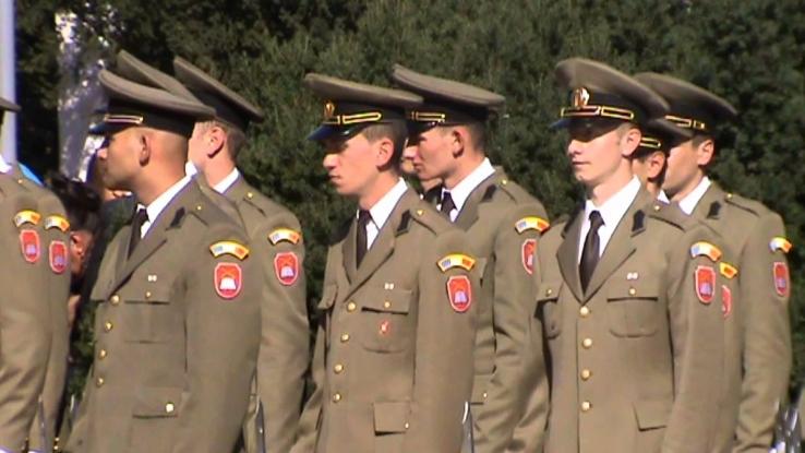 O nouă promoţie de militari piteşteni a depus jurământul