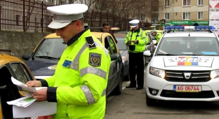 Poliţiştii locali din Piteşti au dat în acest an peste 5.000 de amenzi pentru abateri rutiere