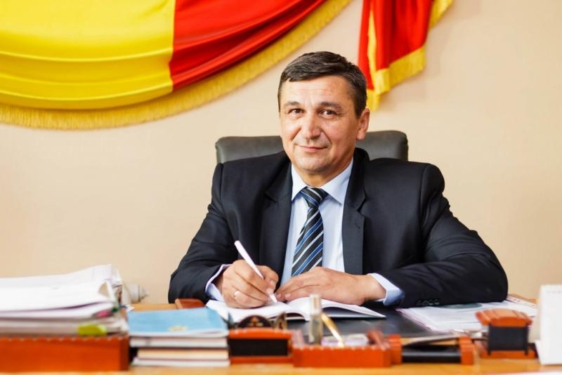 Primarul de la Costeşti are datorii de 100 mii euro