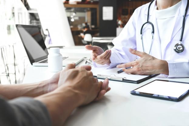 Medicii de familie avertizează că îngrijirea pacienţilor cu boli cronice este în pericol: Lipsesc substanțele pentru tratarea diabetului şi hipertoroidismului