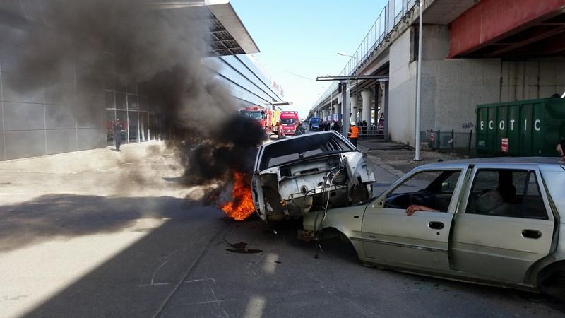 Maşină în flăcări la Piteşti