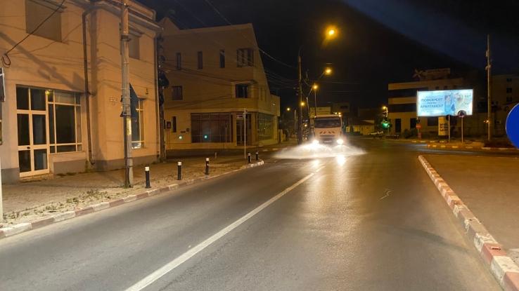 Dezinfecția străzilor continuă la Pitești