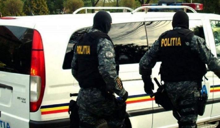 Percheziții pentru destructurarea unei grupări specializate în trafic de droguri de risc și de mare risc