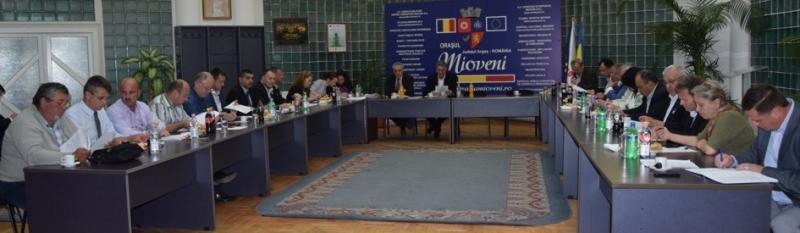 Consiliul Local Mioveni, la ultima şedinţă din  acest mandat