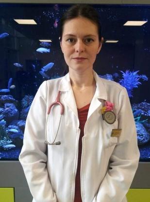 Secția de pediatrie a Spitalului Mioveni s-a îmbogățit profesional cu un tânăr medic
