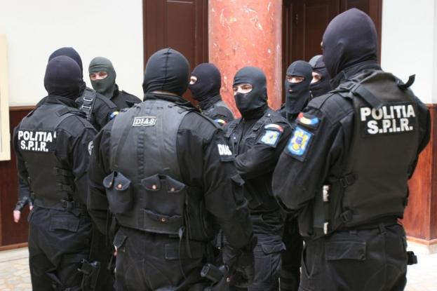 Percheziții într-un dosar penal de evaziune fiscală în domeniul serviciilor de protecţie şi pază