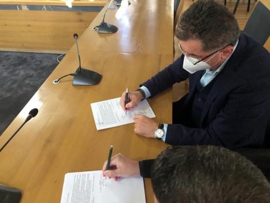 Primarul Cristian Gentea a semnat astăzi primul contract de proiectare și execuție