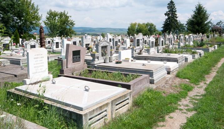 Apel către deținătorii locurilor de veci din Pitești