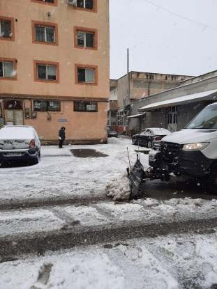 În Pitești, ninsoarea a fost întâmpinată cu măsuri operative de deszăpezire pregătite din timp