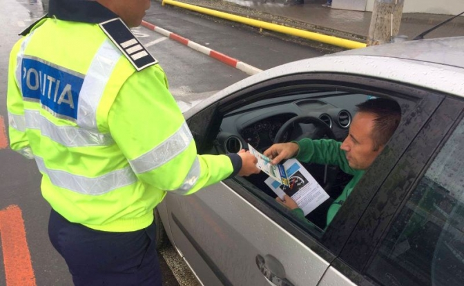 Conducea fără drept, cu permis susceptibil a fi fals