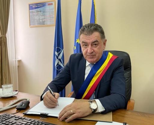 Primarul Cristian Gentea a invitat presa să vadă investițiile cu probleme din oraș