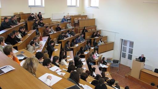 Studenţii solicită creşterea fondului de burse şi a subvenţiei pentru cămine şi cantine, gratuitate la biblioteci