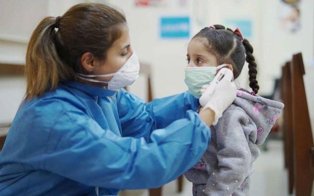 Carantină pentru copiii care se întorc din străinătate, chiar dacă părinții sunt vaccinați