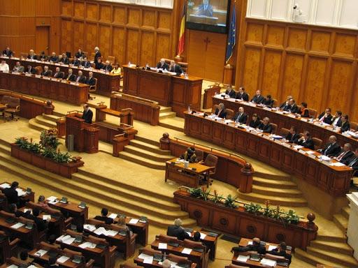 Comisia de statut a dat undă verde eliminării pensiilor parlamentarilor