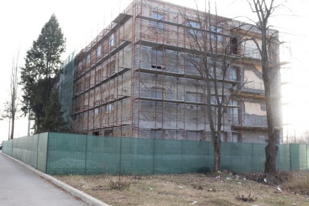 La Mioveni sunt în plină desfășurare lucrările de amenajare la blocul C Grup Școlar
