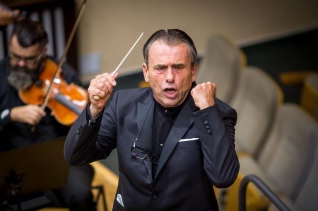 Dirijorul Florin Totan revine la Filarmonica Pitești