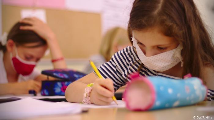Școală după școală. Participă elevii care nu au avut acces la orele online, elevii corigenți și cei care au dificultăți în procesul de învățare