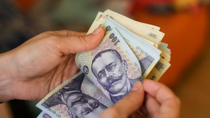 Salariul mediu nominal net a scăzut cu 225 de lei în luna ianuarie