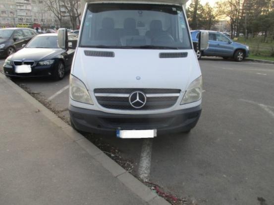 Staționarea dubelor pe domeniul public, în Pitești, interzisă!