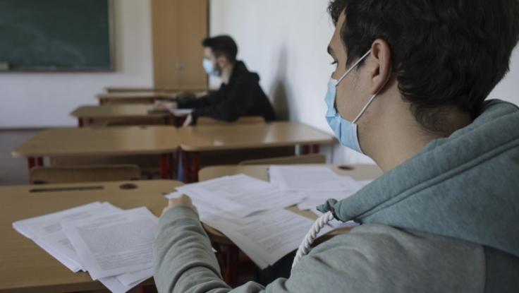 Elevii nu vor mai fi obligați să poarte mască de protecție în curtea școlii