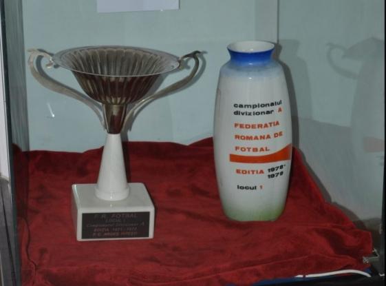 Exponatul lunii iunie la Muzeul Județean: Cupele de campioană a României cucerite de FC Argeș