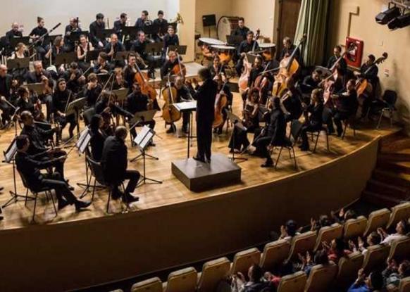 Playing Love, joi, la Filarmonica Pitești