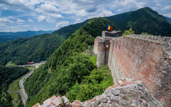 A fost semnat contractul de proiectare și execuție pentru conservarea și consolidarea Cetății Poenari Argeș