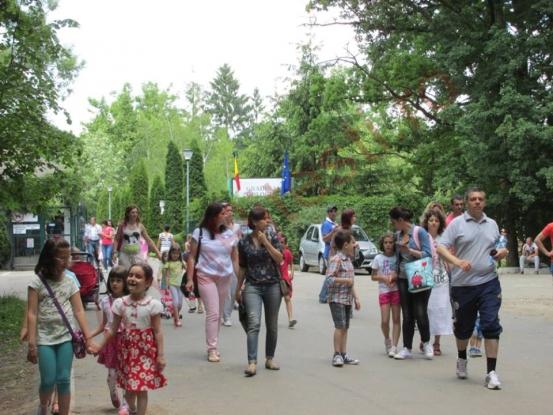 Cornel Ionică le dă întâlnire copiilor la Grădina Zoologică