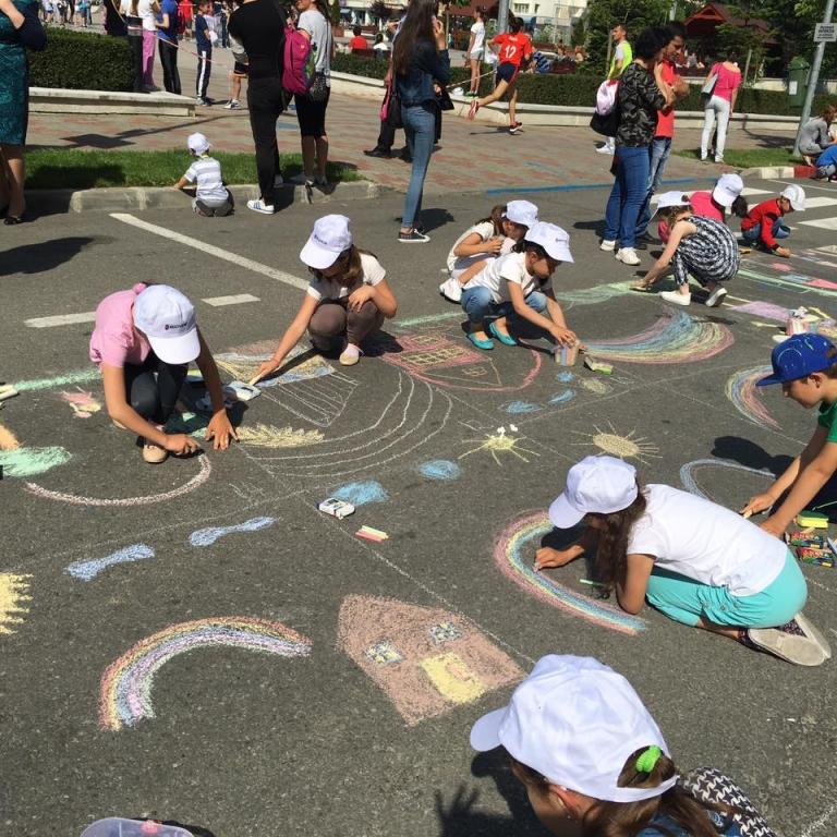 Ziua Copilului sărbătorită la Mioveni: Competiții sportive, momente artistice, jocuri și concerte