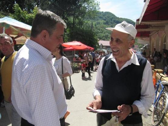 """Mircea Andrei printre rucăreni! """"Rucărenii trebuie să fie mândri că au posibilitatea de a alege o doamnă în funcţia de primar"""""""