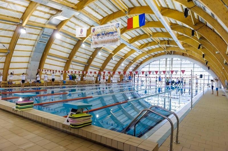 Demonstrație de înot la Mioveni
