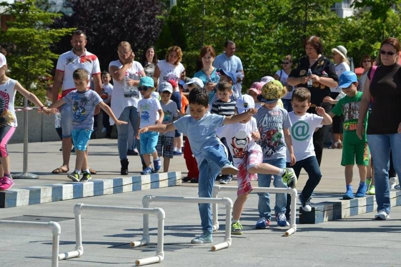 De Ziua Copilului, micuții din Mioveni s-au întrecut în competiții