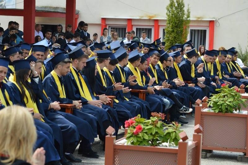 Lacrimi de emoţie şi bucurie la  liceul tehnologic Mioveni