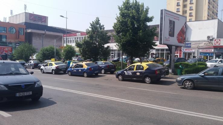 Taximetriştii, pe două rânduri